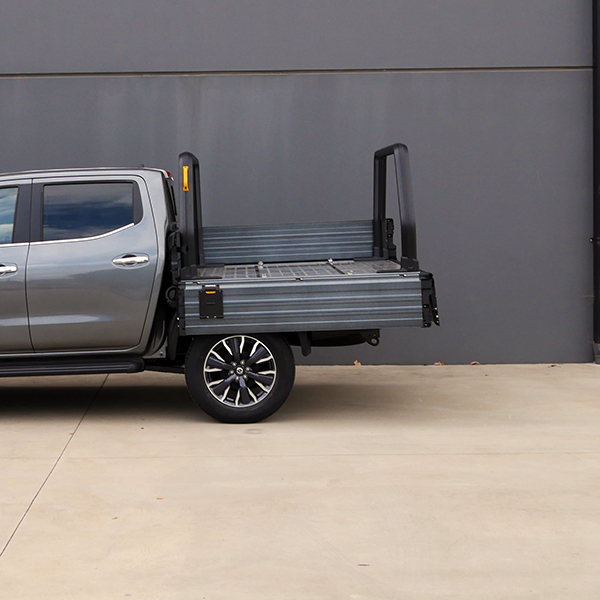 side step and handle on a Comtruk ute tray